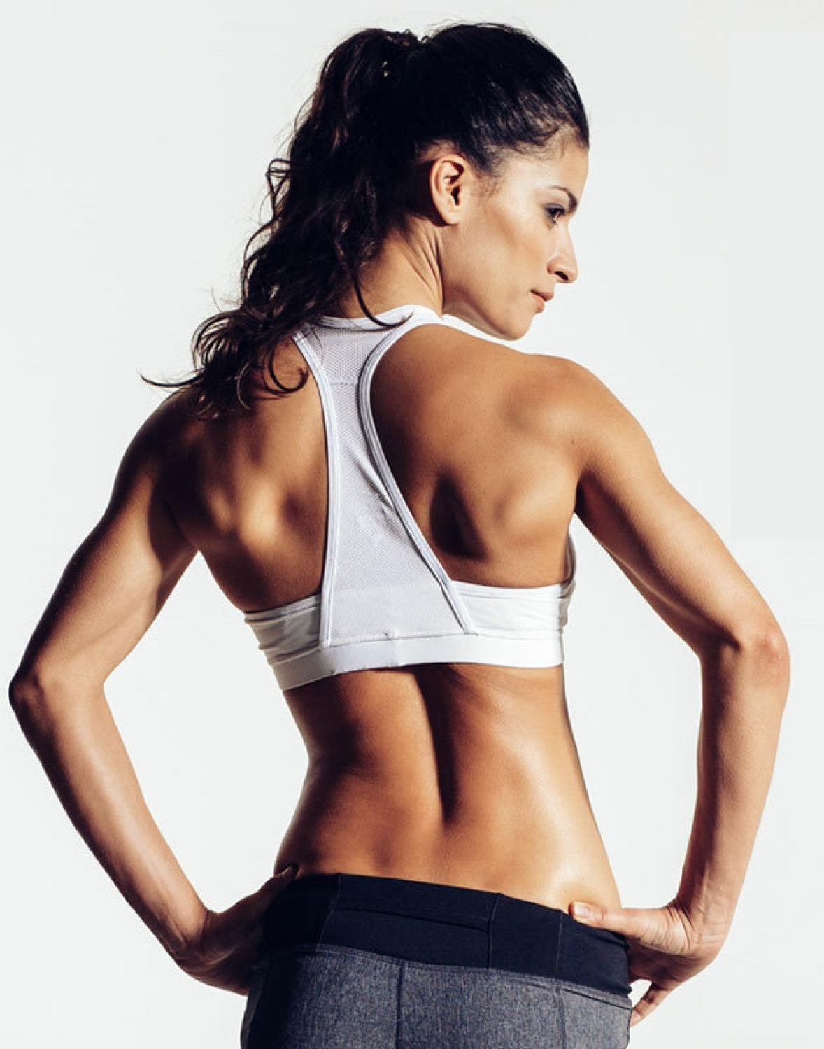 Çekici göğüslere sahip olmak için egzersizler